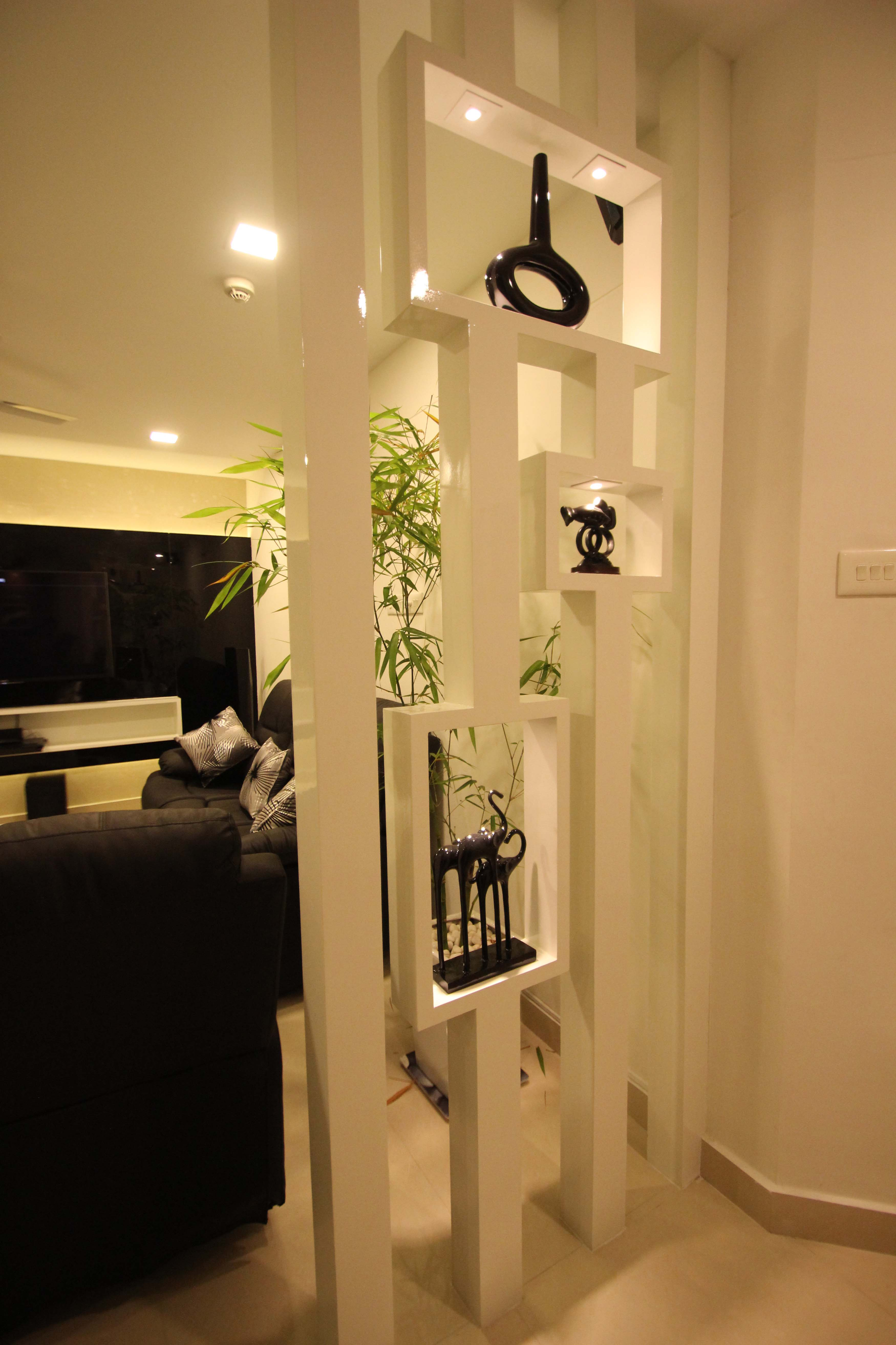 Foyer partition